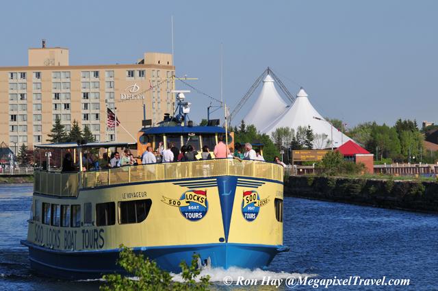 RON_3570-tour-boat